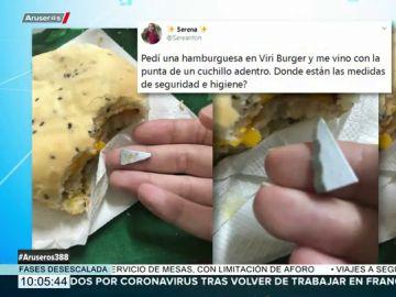 Se pide una hamburguesa y encuentra por sorpresa la punta de un cuchillo dentro
