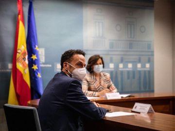 Carmen Calvo y Edmundo Bal en Moncloa