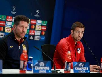 Diego Pablo Simeone y Gabi, en rueda de prensa