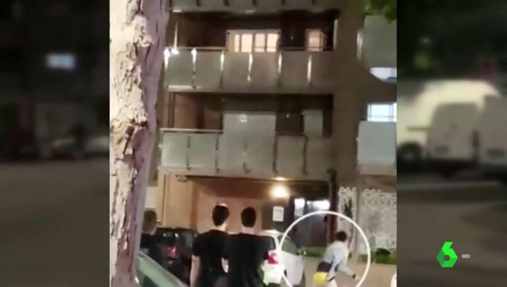 Medio centenar de vecinos intentan linchar a varios jóvenes migrantes en Premià de Mar, Barcelona