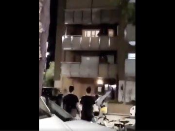 Fragemento del vídeo del ataque producido en la noche del domingo en Premià del Mar
