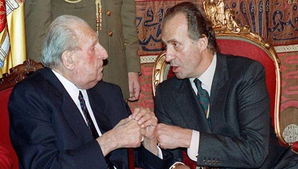 El rey Juan Carlos charla con su padre, Juan de Borbón