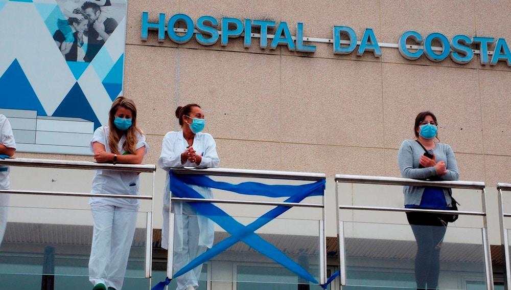 Miembros del personal del Hospital da Costa, en Burela, Lugo