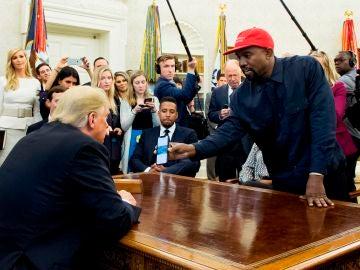 Imagen del encuentro entre Donald Trump y Kanye West en 2018