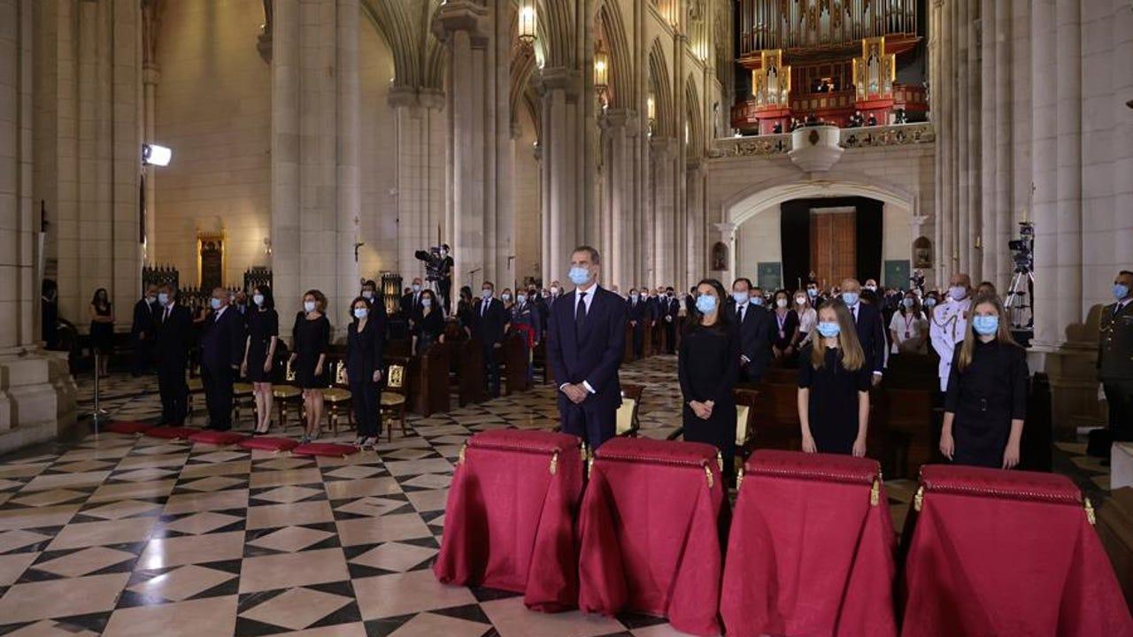Los reyes, la princesa Leonor y la infanta Sofía durante la misa funeral por los fallecidos por la pandemia