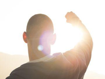 Un hombre al sol