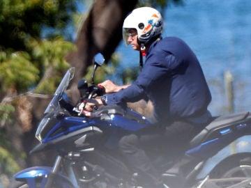 Jair Bolsonaro pillado circulando en moto sin mascarilla.