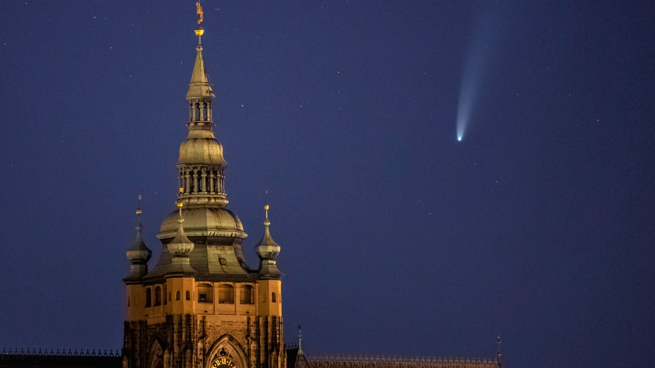 El cometa NEOWISE visto desde Praga