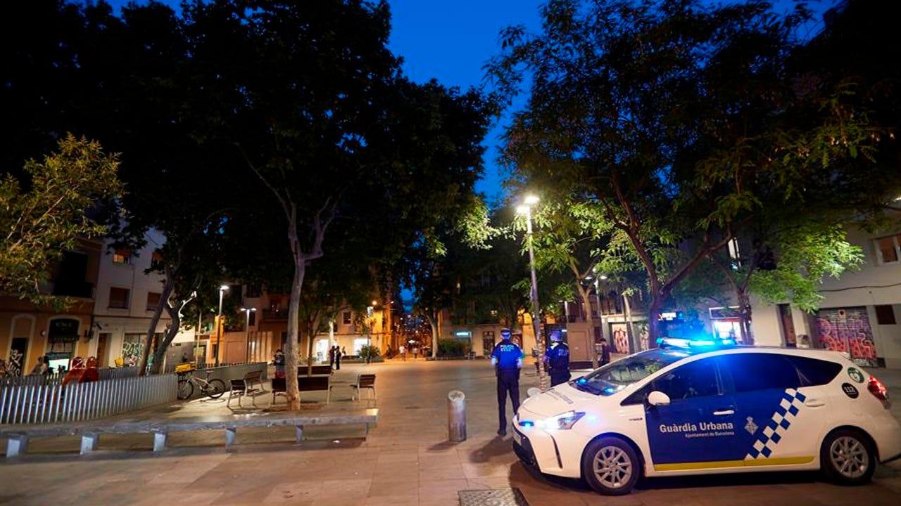 La Guardia Urbana patrulla el Barrio de Gracia para impedir el botellón