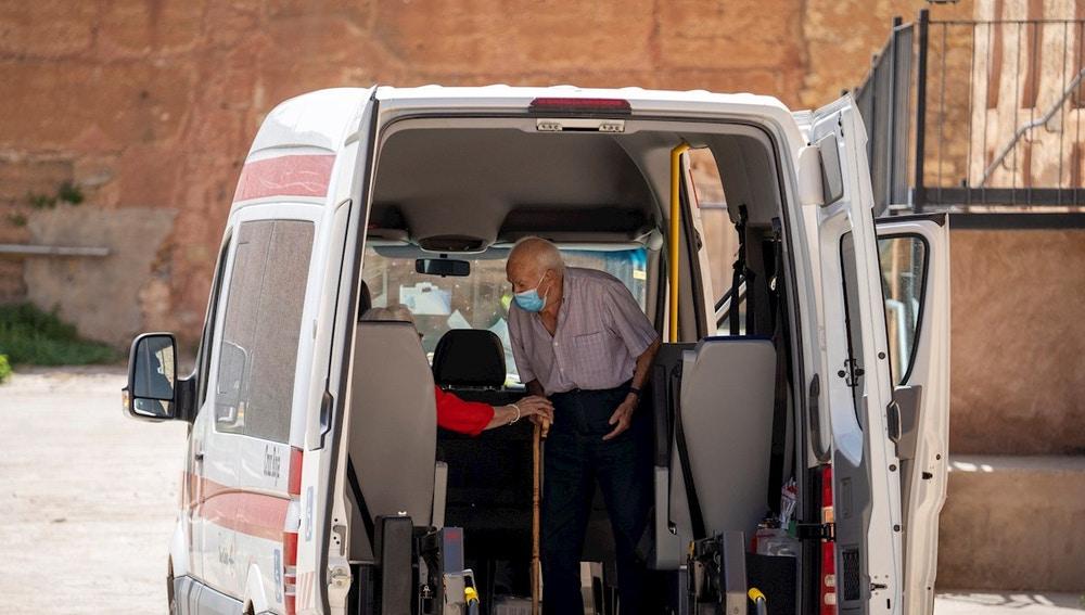 Residentes de la residencia de Burbagena son trasladados a la residencia de GEA de Albarracín