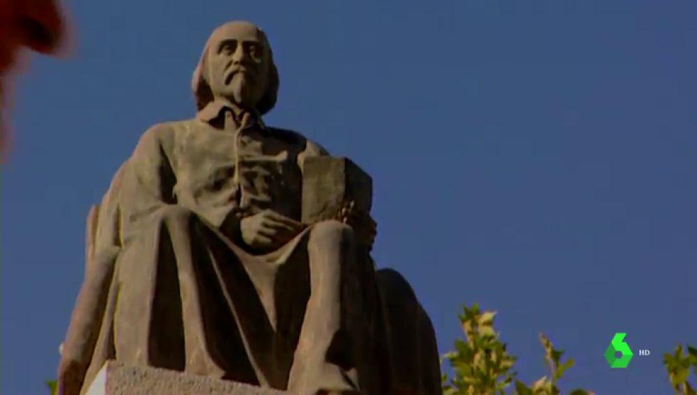 Estatua en honor a Calderón de la Barca