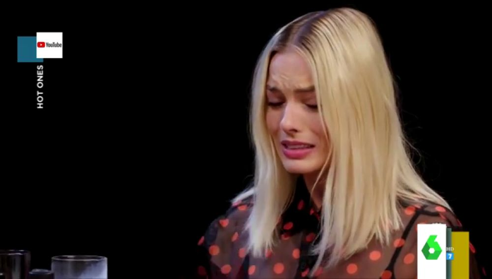 Las 'inesperadas' reacciones de Billie Eilish, Margot Robbie o .... al participar en 'Hot ones'