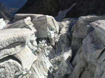 Desprendimiento del glaciar Tourtemagne, en Suiza.