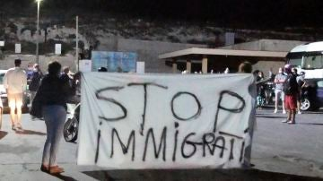 Momento de la protesta en Lampedusa ante la llegada de migrantes