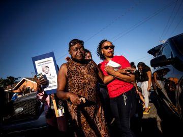 Familiares y amigos del asesinado claman contra la violencia policia.