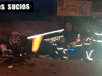 Estado en el que quedó el coche de los policías nacionales arrollados el sábado por la noche en Algeciras