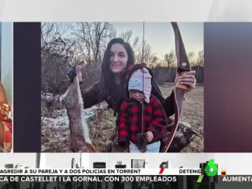 """Una madre lleva de caza a su hija de dos años para """"crear un vínculo más fuerte con la naturaleza"""""""