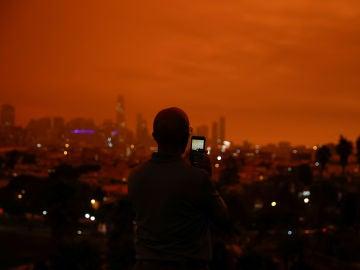 California, bajo un apocalíptico cielo naranja: estas son las imágenes del fuego que está sacudiendo la Costa Oeste de Estados Unidos