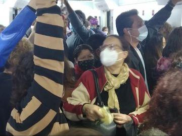 Imagen de un vagón de Cercanías lleno en Madrid