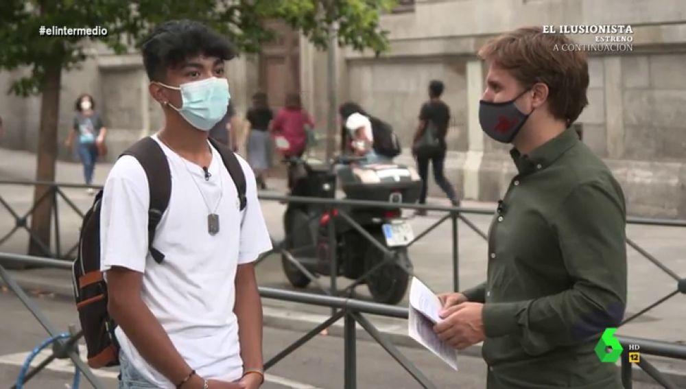 Un joven responde a las preguntas de Pablo Ibarburu en El Intermedio.