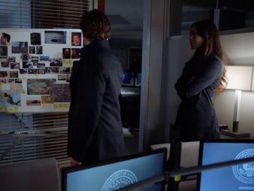 El FBI da luz verde a la búsqueda de la 'hechicera de ojos mágicos': Cameron Black y Kay Daniels empiezan a trabajar juntos