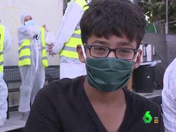 Un joven migrante afgano de 14 años que lucha por poder ir a Alemania y estudiar Informática.