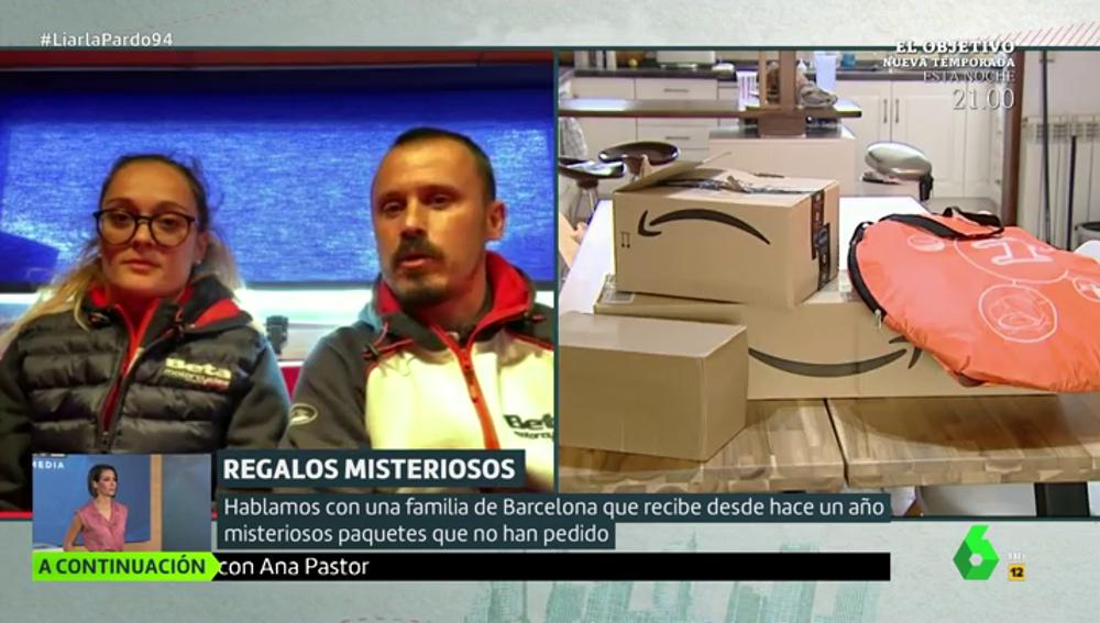 Marta y Toni, de Barcelona, cuentan en Liarla Pardo el misterio de los paquetes.