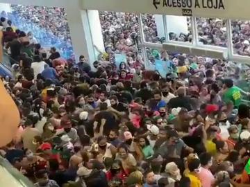 Aglomeraciones en la inauguración de unos grandes almacenes en Brasil