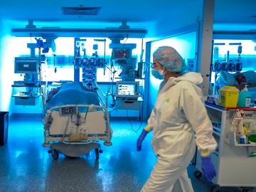 Personal médico de una UCI en el Hospital Puerta de Hierro
