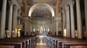 Interior de una parroquia