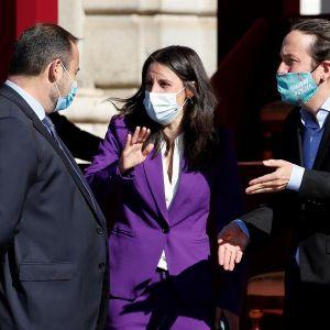 La ministra de Igualdad, Irene Montero, el vicepresidente Pablo Iglesias y el ministro de Transportes, José Luis Ábalos, en los actos del 12 de octubre