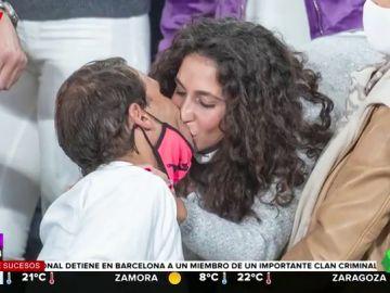 El apasionado beso con el que Rafa Nadal y Mery Perelló celebran la victoria en Roland Garros
