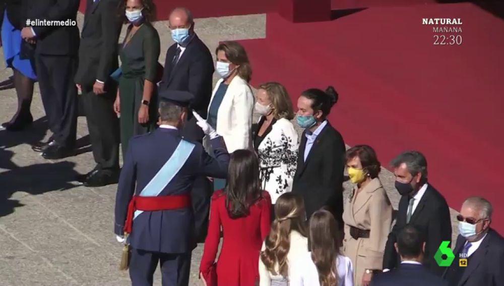 """El análisis de Wyoming el """"tenso"""" saludo de Pablo Iglesias al rey Felilpe VI: """"Estará pensando, 'que le salude su padre'"""""""