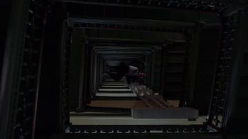 El truco con el que Cameron Black salva la vida de un hombre tras tirarlo al vacío desde varios pisos