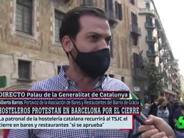 """Los hosteleros cortan Via Laietana en protesta por las restricciones en Cataluña: """"Nos abocan al cierre"""""""