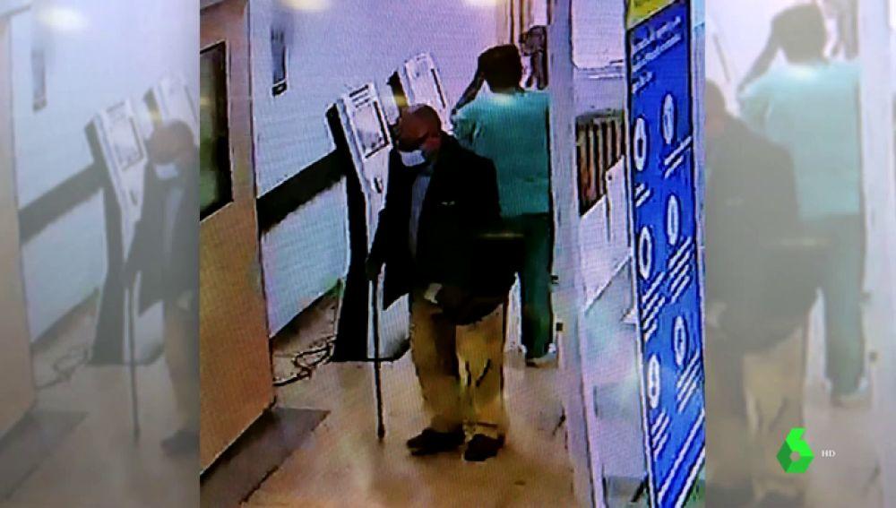 """Habla el hijo de Manuel, el anciano hallado muerto en un baño del Vall d'Hebron: """"¿Cómo es posible que pudiera estar allí 48 horas?"""""""