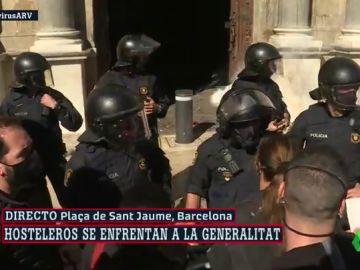 Lanzan huevos y platos contra la sede del Govern en la protesta de la hostelería contra el cierre en Cataluña