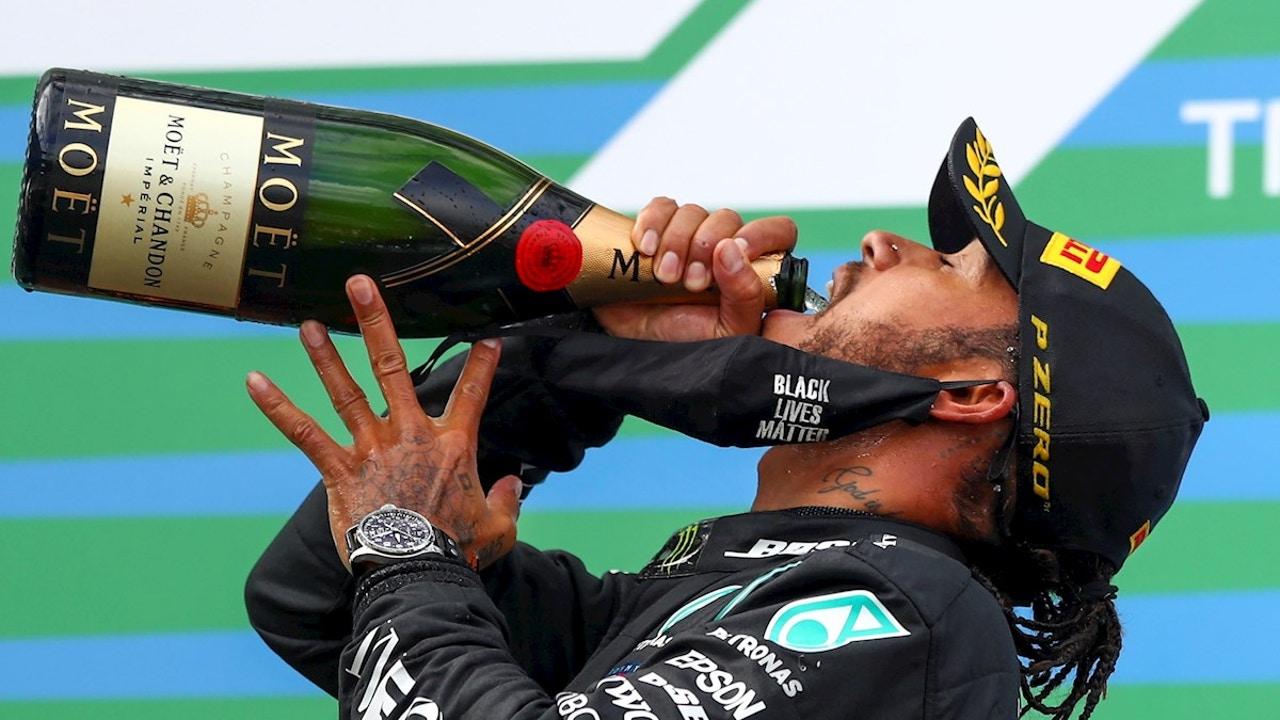 Lewis Hamilton disfruta de una victoria