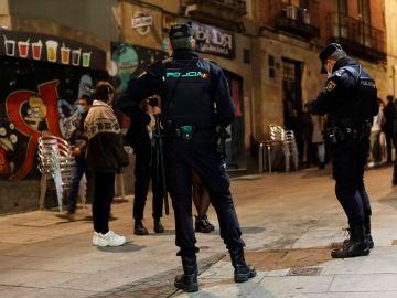 Agentes de la Policía Nacional controlan las zonas de ocio de Salamanca para controlar la movilidad