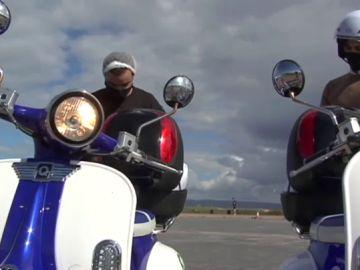 Propietarios de Moter, una empresa de alquiler de motos gallega