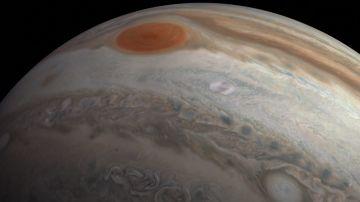 La nave Juno sobrevuela Júpiter