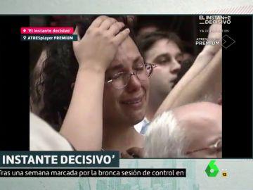 Vecinos de Ermua tras enterarse de que Miguel Ángel Blanco había sido asesinado