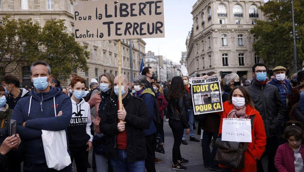 Manifestación en París en repulsa por el asesinato del profesor Samuel Paty