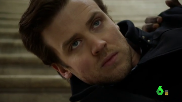 Cameron Black sufre una grave descarga eléctrica tras caer en la trama de la Mujer Misteriosa