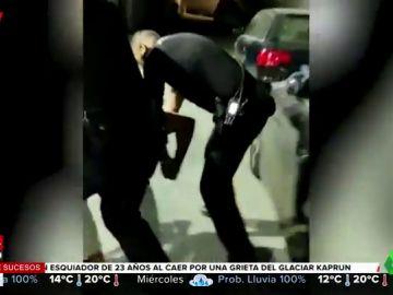 La Policía Nacional entra sin orden judicial en una propiedad privada y reduce a un joven de forma violenta