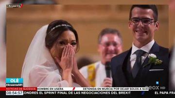 Las lágrimas de una novia al ver cómo sus alumnos con síndrome de Down llevan los anillos al altar por sorpresa