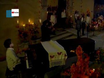 El emocionante concierto de Ara Malikian tocando La Llorona por el Día de los Muertos en homanaje a los fallecido por COVID-19