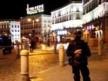 Miembros de la Policía Nacional en la Puerta del Sol