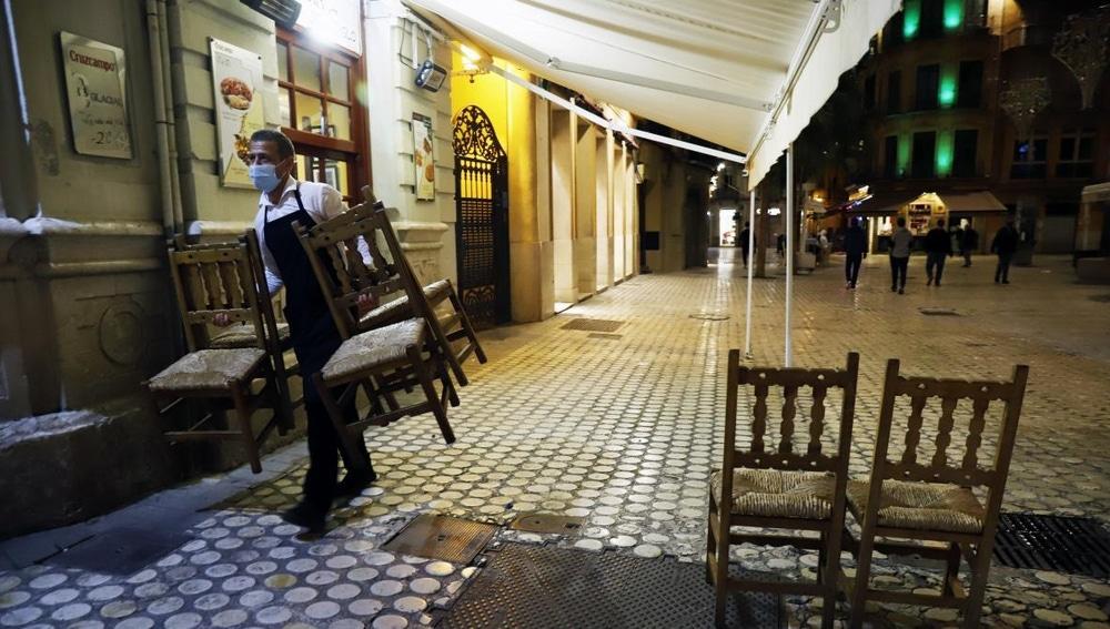 Los bares y restaurantes deberán cerrar a las 20:00 horas