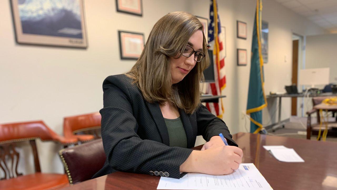 Sarah McBride, primera mujer transgénero que accede al Senado estadounidense